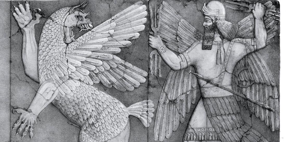 Una scultura raffigurante un uomo alato e una bestia alata